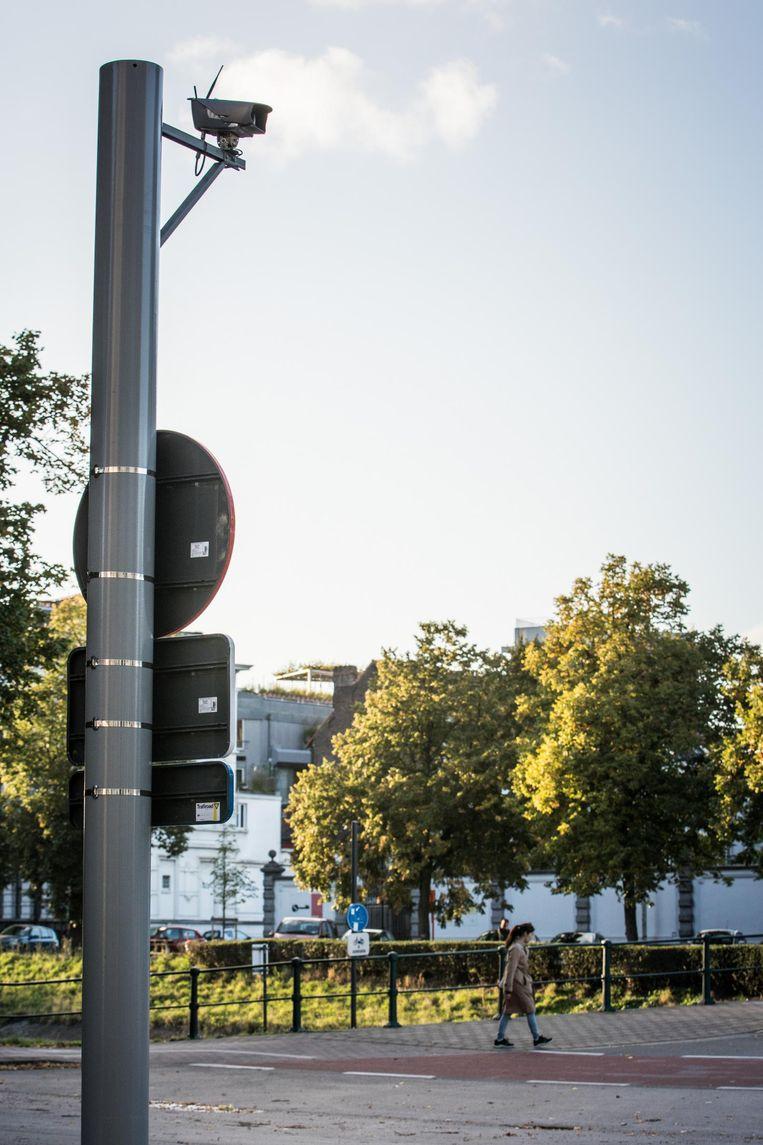 ANPR-camera's worden aan verkeerspalen bevestigd