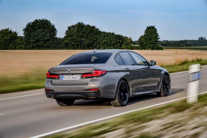 De BMW 545e komt alleen als vierdeurs sedan