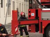 Brandweer slaat autoruit in om hem te verplaatsen