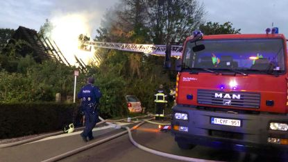 Politie redt bewoonster uit brandende woning