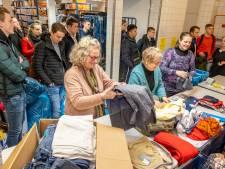 Studenten HZ helpen Kledingbank Zeeland overzicht te houden over tienduizenden kilo's kleding
