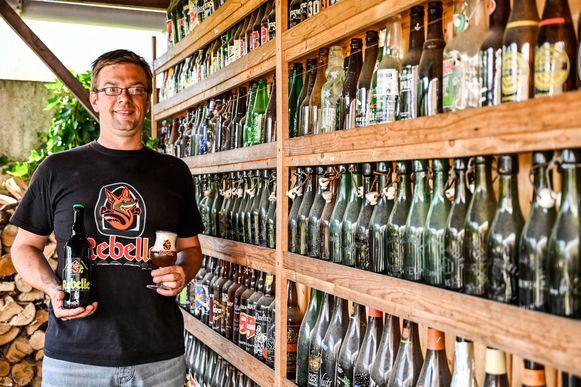Dimitri Verbraekel draagt het nieuwe bier op aan overleden medestichter van 't Kroontje, Marc Verberckmoes.