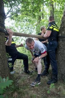Politieagenten en cliënten Twentse Zorgcentra zwoegen samen op survivalbaan