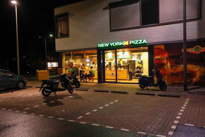 Bij een overval op een Veldhovense pizzeria werd de Rotterdamse overvaller op camerabeelden herkend. De chauffeur van de vluchtauto bleek het brein achter drie overvallen die avond.