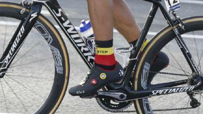 KOERS KORT. Reglement UCI doet wenkbrauwen fronsen: sokken renners worden gecontroleerd
