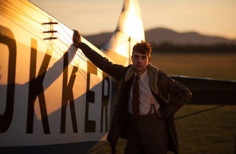 Bram Suijker als de jonge Anthony Fokker in Vliegende Hollanders. Beeld AVROTROS