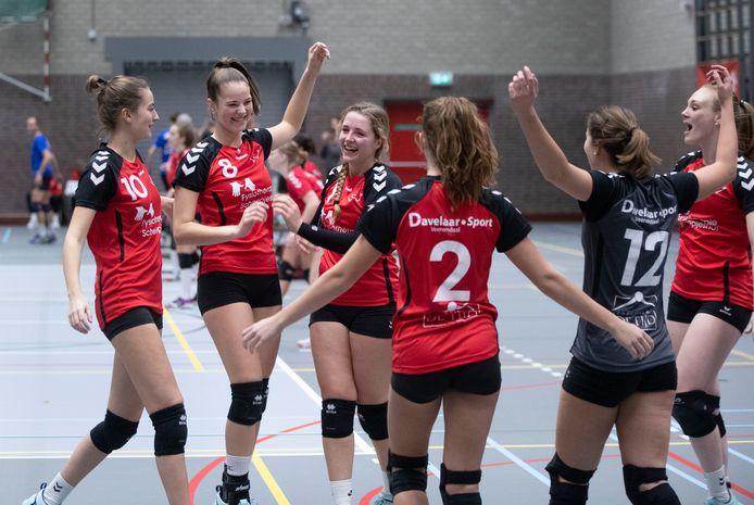 VCV-spelverdeelster Lotte van Hal (midden) speelt volgend seizoen voor VV Utrecht.