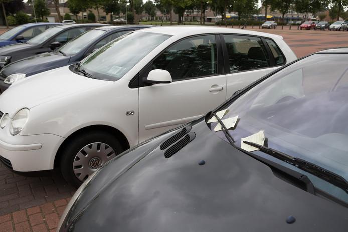 Op de Domineeskamp in Raalte komen meer mogelijkheden  voor vrij parkeren.