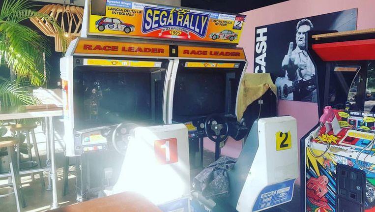 De oplettende Amsterdammer zal wellicht hebben gezien dat in Bar Sue al een aantal arcadekasten staan. Beeld TonTon Club