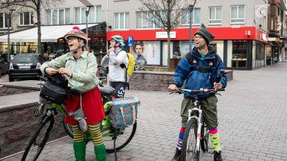 Vier mediclowns fietsen voor het goede doel naar 9 ziekenhuizen
