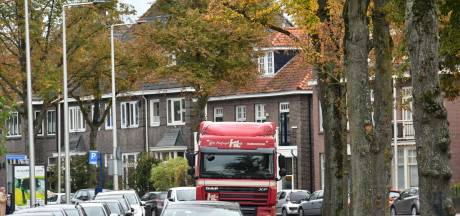 D66: 'Vrachtauto's van de singels weren in Enschede'