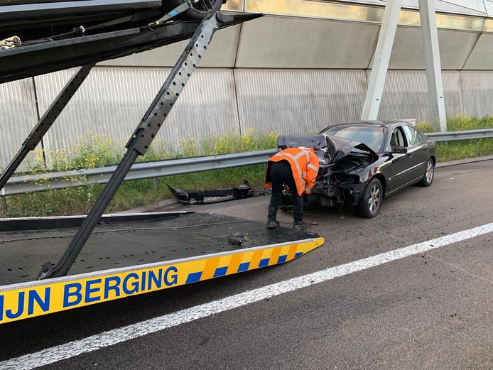 Op de A2, net voorbij Maarssen kwamen twee auto's met elkaar in botsing.