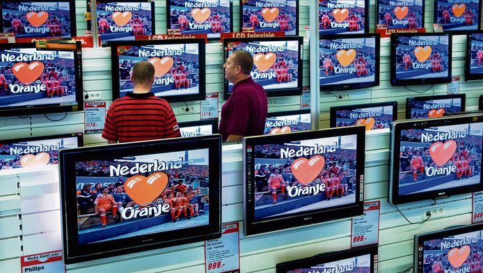 Het kabelnetwerk van VodafoneZiggo moet open voor concurrenten, meent de ACM.