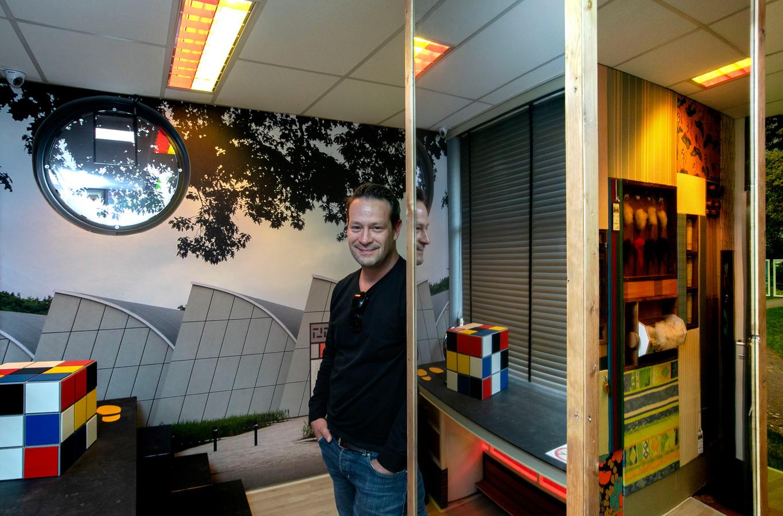 Directeur Dries Floris in theater de Kattendans