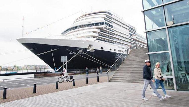 De cruiseterminal moet weg uit de binnenstad omdat toeristen voor te veel drukte in het centrum zorgen. Beeld ANP