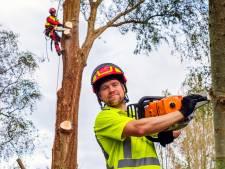 Armen als staalkabels en benen van beton, Mike (29) is boomverzorger: 'Zwaar werk'
