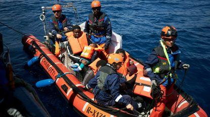 """Italiaanse minister verbiedt 64 schip met op zee geredde vluchtelingen aan te meren: """"Ga naar Hamburg"""""""