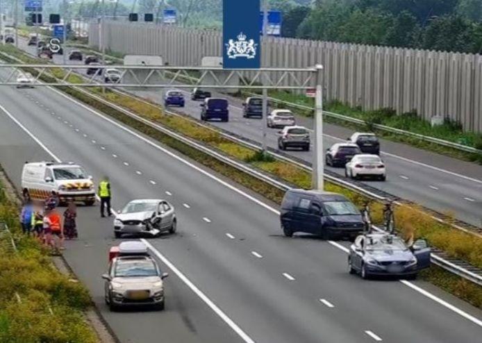 Bij het ongeluk waren zes auto's betrokken.