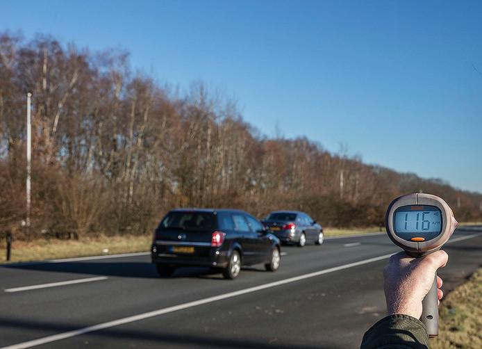 Snelheidsmeting op de A270 onder Nuenen