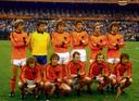 Oranje voor de finale van het WK 1978 tegen Argentinië. Staand, vlnr: Johnny Rep, Jan Jongbloed, Arie Haan, Ernie Brandts, Johan Neeskens en Ruud Krol. Gehurkt, vlnr: Wim Jansen, Jan Poortvliet, Willy van de Kerkhof, Rene van de Kerkhof en Rob Rensenbrink.