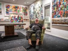 Zwolse Kunstenaar Gerrit Knikker doet een stapje terug.