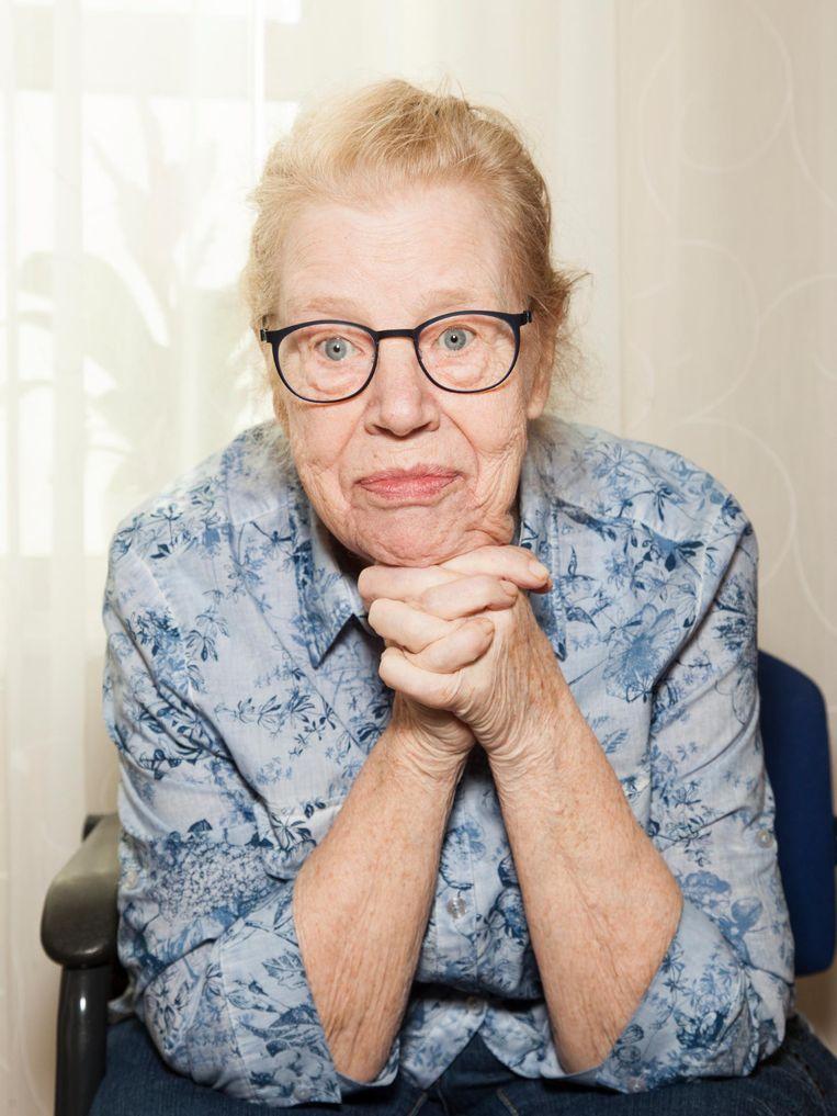Wilma Bartels (77), giechelend: 'Ik voel me wel lekker.' Beeld Adriaan van der Ploeg