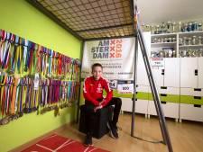 Overal bekers en medailles op Yvo's kamer