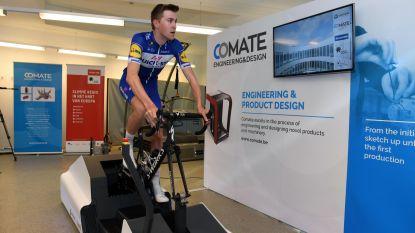 Prof Laurens De Plus test fietsopstelling van Bakala Academy