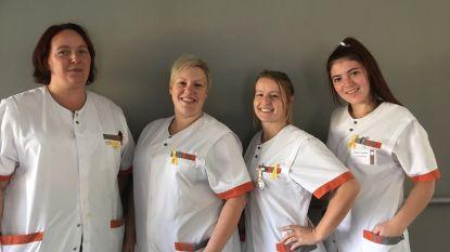 Medewerkers WZC Vander Stokken dragen lintje tegen kanker