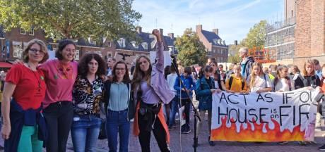 Vijf scholieren lopen van Wageningen naar Den Haag voor klimaat