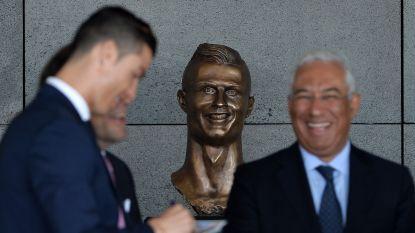 Luchthaven vernoemd naar Cristiano Ronaldo, al trekt vooral vreemd borstbeeld de aandacht