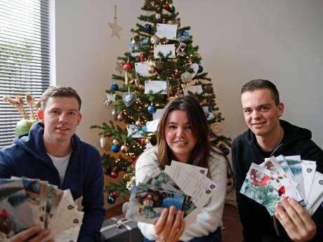 Jongeren uit Spijkenisse sturen massaal kerstkaarten naar eenzame ouderen