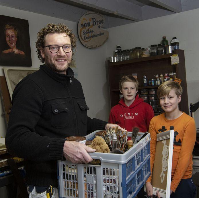 Menno van Bree met zijn kinderen Jip (rode trui) en Mart.