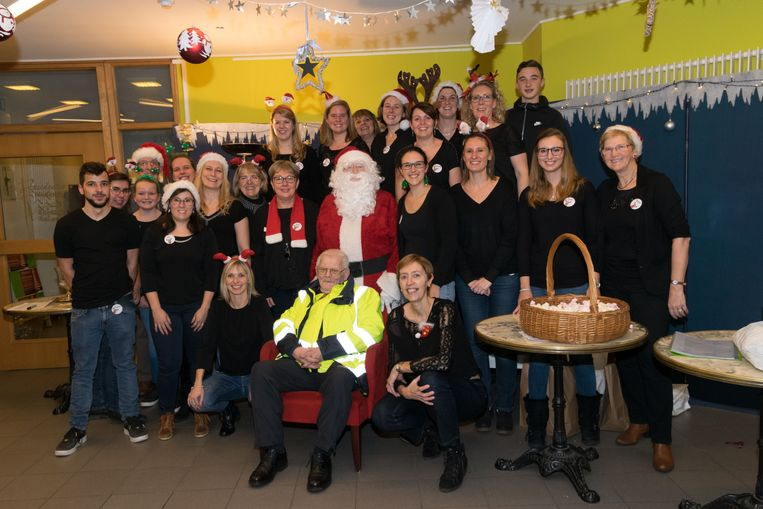 Het Leeuwse OCMW organiseerde het jaarlijks kerstdiner in het Sociaal Huis.