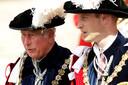 Prins Charles en prins William. Charles noemde de ceremonie eerder een 'verkleedpartijtje'.