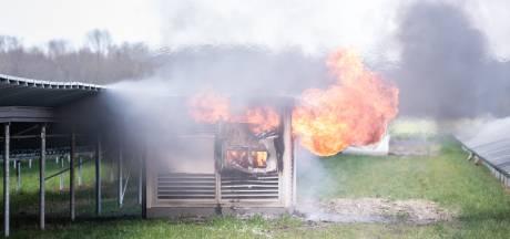 N351 bij Emmeloord deels afgesloten door brand in schakelstation zonnepanelen