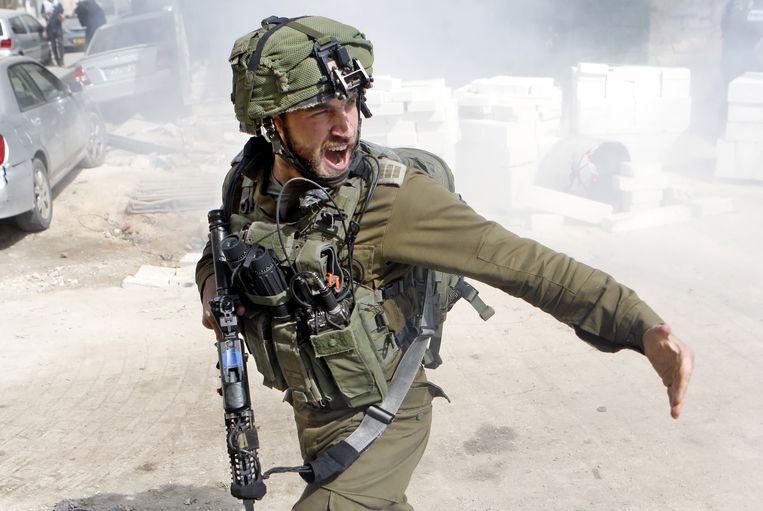 Een soldaat in oorlogsgebied.