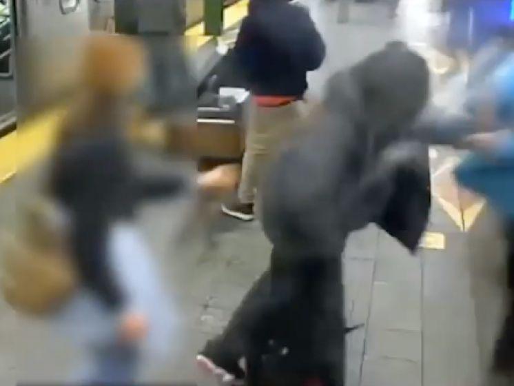 Al voor derde keer deze week persoon op metrosporen geduwd in New York