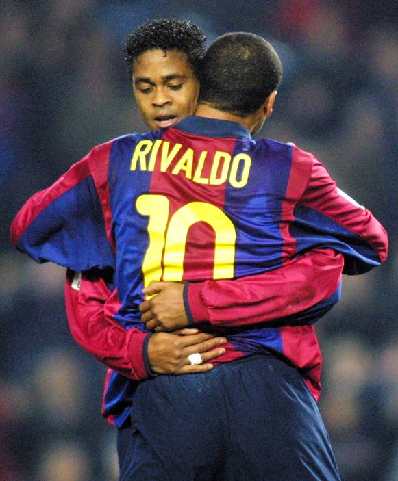 De Braziliaan Rivaldo en Patrick Kluivert.