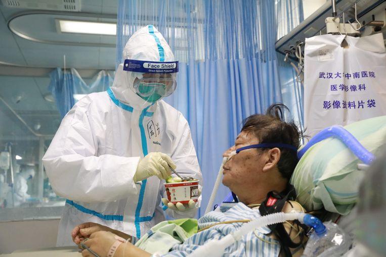 Volgens de professor worden dankzij de software sneller besmettingsgevallen gevonden en kunnen mensen ook sneller geïsoleerd en behandeld worden.