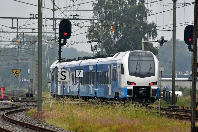 Een trein van Keolis op weg naar Hengelo.