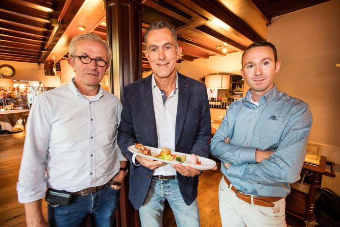 Sjef de Vocht, Hans van Kuijk en Norbert van den Hurk van de stichting GezondDorp in Leende op een foto die gemaakt werd bij het begin van het project.