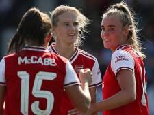 Miedema helpt Arsenal met twee goals op weg naar achtste finales