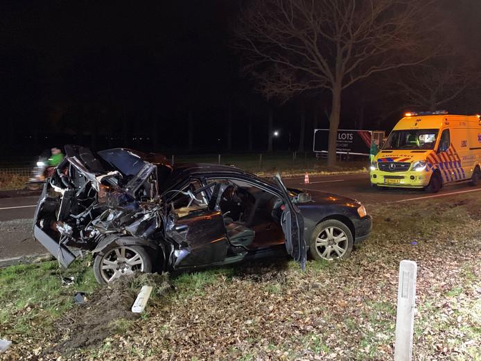 De auto na het ongeluk bij Vught.