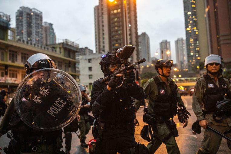 Zwaarbewapende politieagenten in Hongkong.