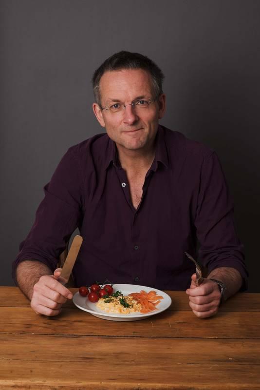 De Britse arts, schrijver en oud-suikerpatiënt heeft zichzelf met een dieet uit de gevarenzone van diabetes type 2 gegeten.