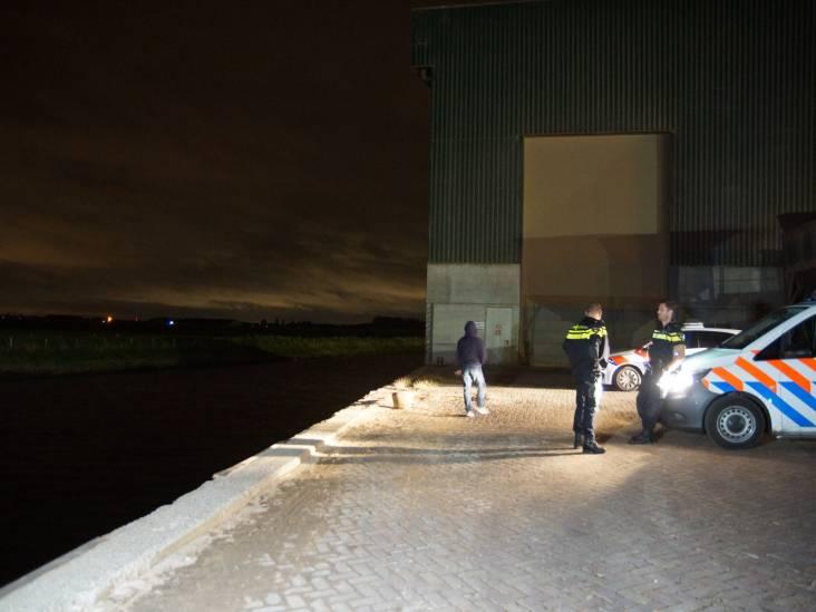 Man vergeet handrem en ziet auto in water verdwijnen in Waspik