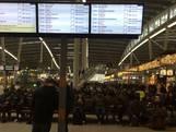 Veel reizigers gestrand op Utrecht CS: 'Dan maar een biertje drinken'