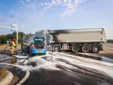 Auto en vrachtwagen vliegen in brand na botsing in Eindhoven