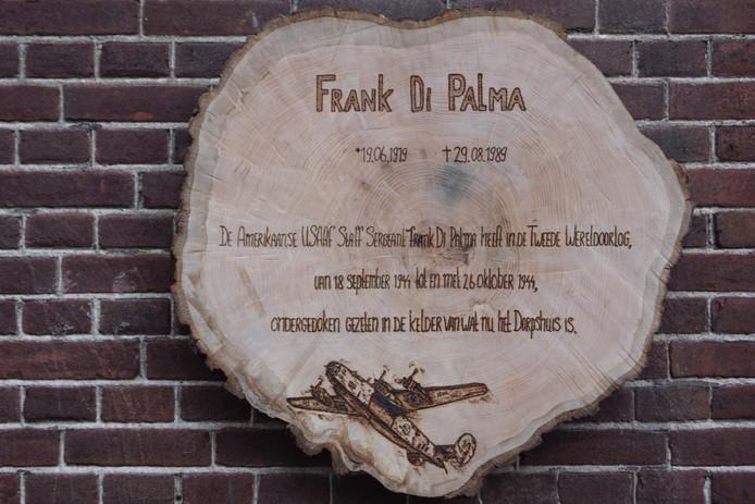 Plaquette voor Frank Di Palma op Landpark Assisië in Biezenmortel (ontwerp Marleen Easton).